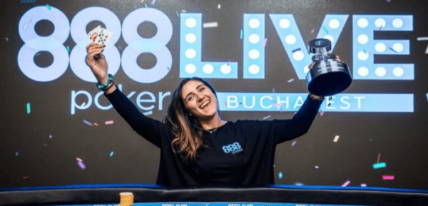 Анна Мартинез - член команды 888poker.